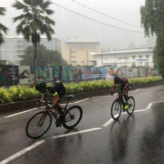Sprint in the rain Velo Club d'ouest cycle club Seychelles
