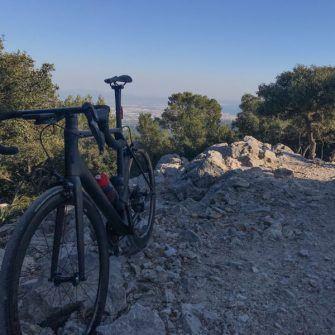Bike at the summit of the Sobremunt cycling climb