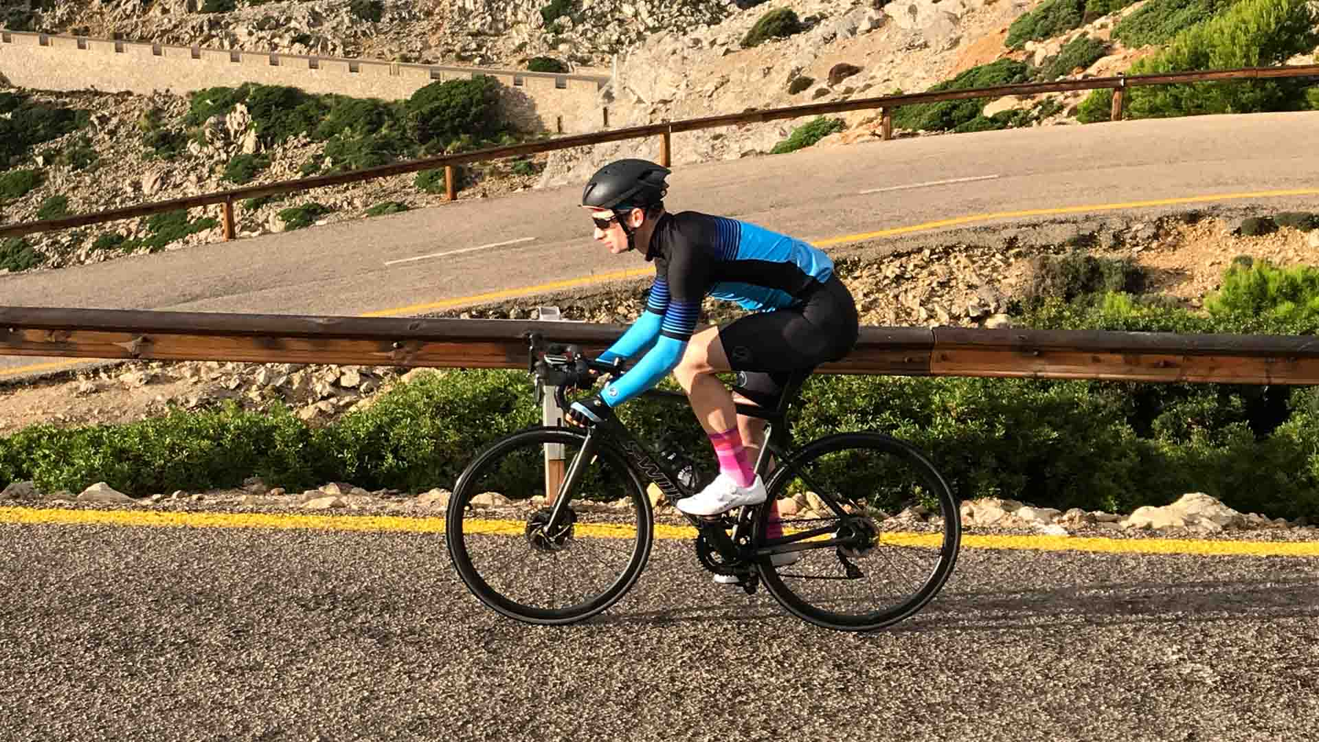 4a91b14551c834 What to wear when cycling in Spring: the 6 must-have items