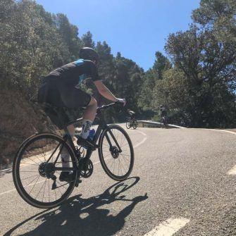 Climbing the Mussarra range by bike