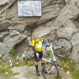Cyclist on the Transalpina Road
