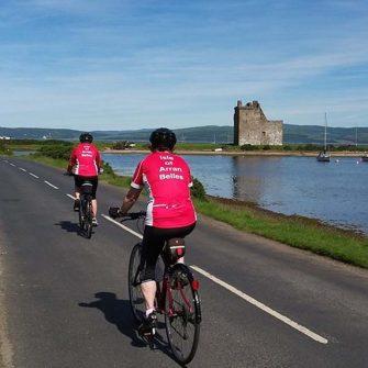 Easy cycling Isle of Arran past castle Lochranza