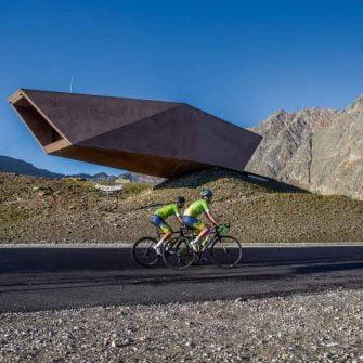 Cyclists in the high alps of Austria (credit © Ötztal Tourismus Bernhard Ploner)