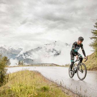 Cyclist on an Austrian cycle tour mountain pass(credit © Ötztal Tourismus Rudi Wyhlidal)
